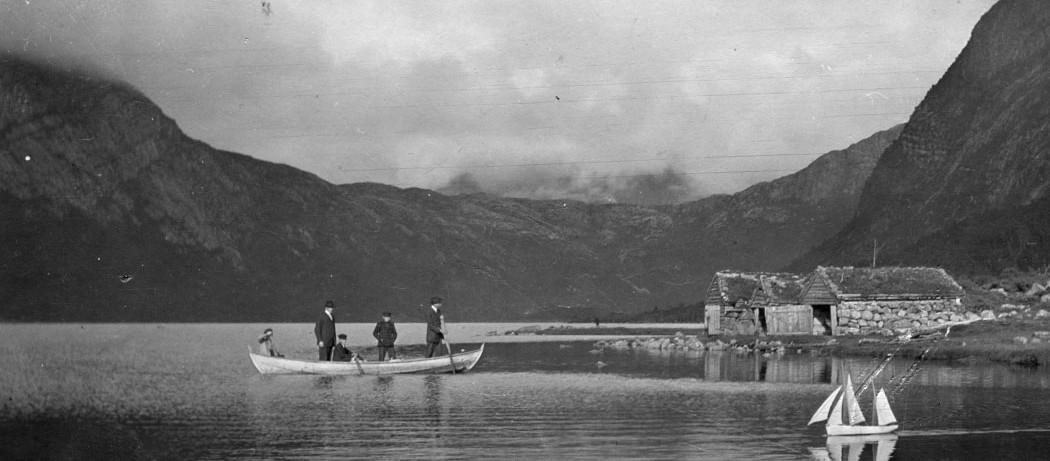 Modellbåt på Myrdalsvatnet – 1914