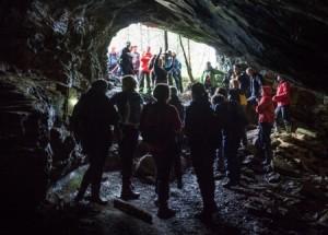Det er mogeleg å vandra med hodelykt i fleire av dei gamle gruvene. Foto Oddleiv Apneseth