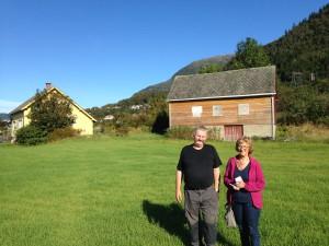 Lars Børge og Anna Ingeborg der vaskeplassen på Teigen var
