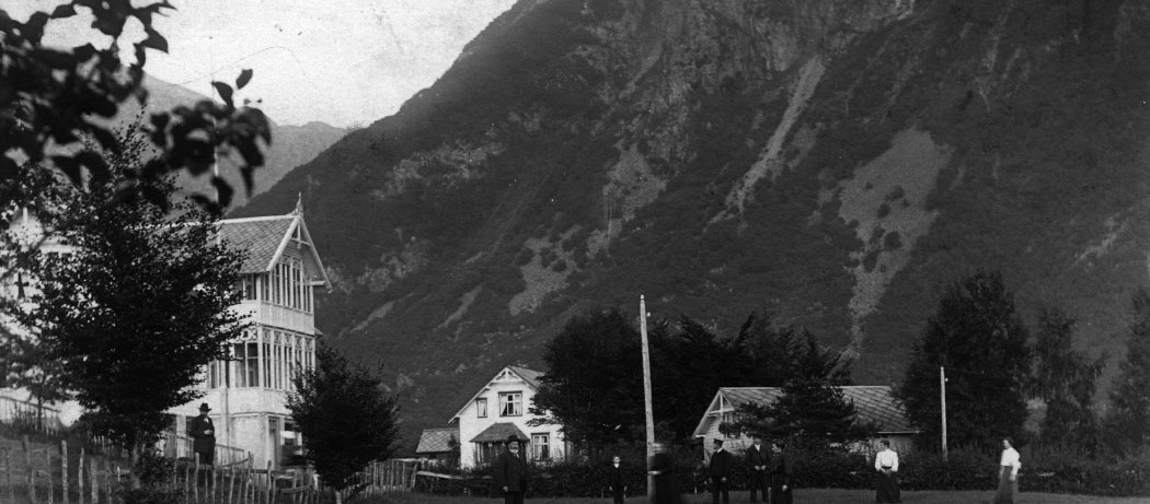 Nesheim anno 1907. Her budde kunstnaren og handelsmannen Johs L. Nes.
